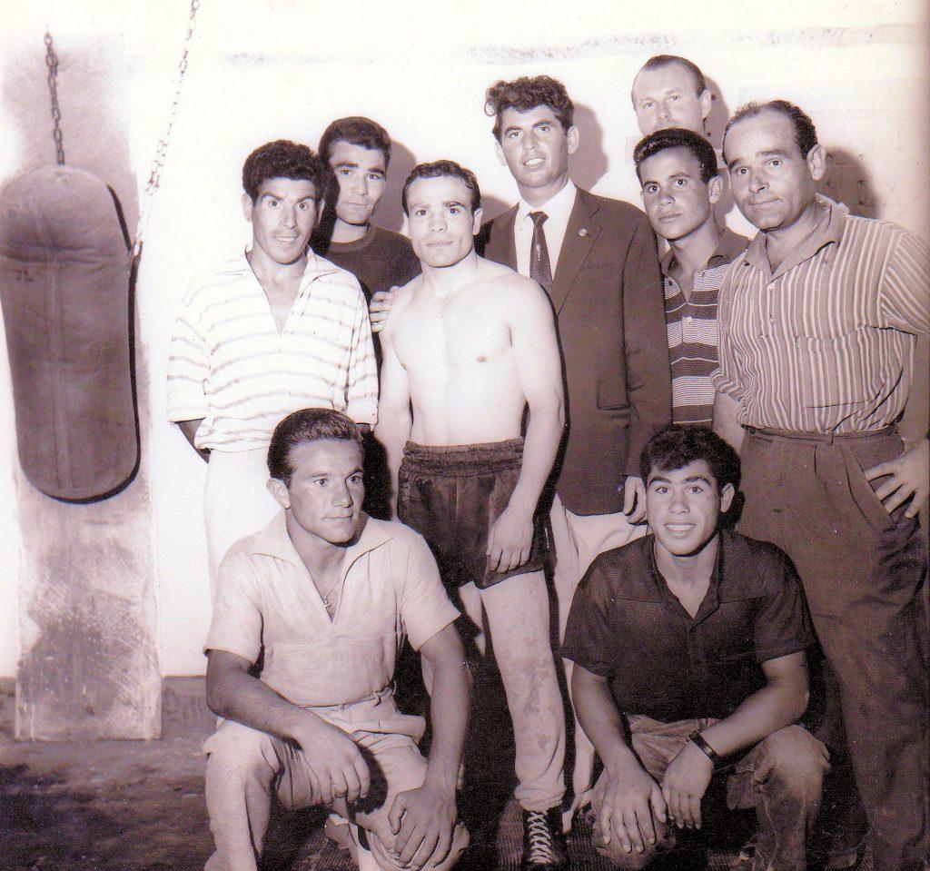 Presenti in foto: Angelino Priami, Andreino Silanos, Carmelo Chessa, Tore Burruni, Italo Veronese, Francesco Mulas.